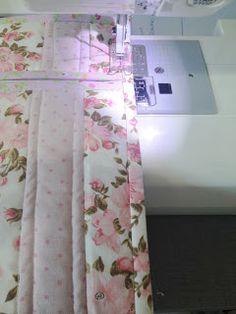 PASSO À PASSO NECESSAIRE EM FORMA DE FRASQUEIRA           MATERIAIS NECESSÁRIOS:   Tecidos com três estampas diferentes;   Zíper de 40 cm; ...