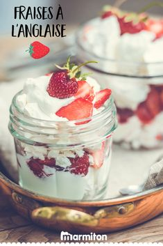 On adore cette recette de fraises servies dans des verrines avec des éclats de meringues, du coulis de fraises et de la chantilly ou crème fouettée ! #recettemarmiton #marmiton #recette #recettefacile #recetterapide #faitmaison #cuisine #ideesrecettes #inspiration #meringue #fraises #chantilly #creme #verrines