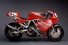 Ducati 900ss. Looks lie an all business Duck.