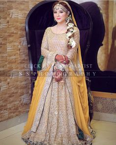 Bridal Mehndi Dresses, Pakistani Wedding Dresses, Pakistani Outfits, Indian Outfits, Indian Clothes, Slit Wedding Dress, Bridal Photoshoot, Mehendi, Bridal Style