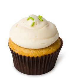 Harvest Caramel Apple – Our cinnamon cupcake with chunks of baked apples inside, infused with house-made caramel, topped with rich caramel cream cheese frosting and sprinkles.