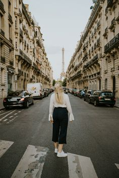 Ultimate Guide for a Romantic Weekend in Paris, France // Things to do, tips, Eiffel tower, louvre, travel, disney land, montmartre, arc de triomphe, wanderlust, macaron, notre dame, Sacré-Coeur Disney Land, Macarons, Paris France, Notre Dame, Things To Do, Louvre, Wanderlust, Tower, Romantic