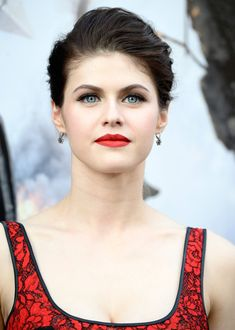 "Alexandra Daddario Photos - Actress Alexandra Daddario attends the premiere of Warner Bros. Pictures' ""San Andreas"" at the TCL Chinese Theatre on May 2015 in Hollywood, California. - Premiere Of Warner Bros. Alexandra Daddario, Hollywood Celebrities, Hollywood Actresses, Beautiful Celebrities, Beautiful Actresses, Beautiful Eyes, Beautiful Women, Portraits, Celebrity Photos"