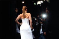 Paso a paso para hacer la coleta del verano de las famosas: de Jennifer López a Selena Gómez
