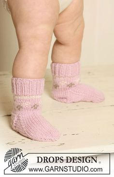 """Knitted DROPS socks with pattern in """"Merino Extra Fine""""."""