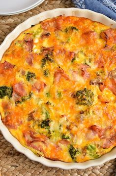 Slimming Eats Syn Free Crustless Ham and Broccoli Quiche - gluten free, Slimming World and Weight Watchers friendly astuce recette minceur girl world world recipes world snacks Slimming World Quiche, Slimming World Dinners, Slimming World Recipes Syn Free, Slimming World Diet, Slimming Eats, Slimming World Lunch Ideas, Slimming World Chicken Recipes, Ham And Broccoli Quiche, Ham Quiche