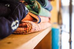 Plaids kantha indiens#india et Plaids tie and dye indigo du #Mali #africa #craft #artisanat #etnic #ethnique #ethniquechic  Boutique Cabane Indigo, 38 rue Bouffard, BORDEAUX (France) ou sur la webshop : www.cabaneindigo.com