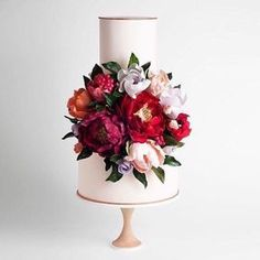 Cake Magic Monday this beautiful cake by @cake_ink has stolen my heart ❤️ image by @sotiriasophie #cakeink #jennifergifforddesigns