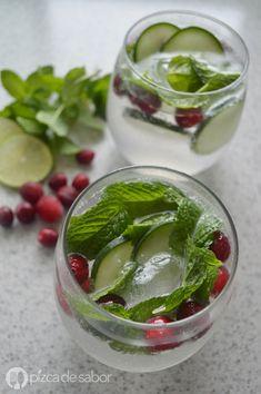 Una opción para preparar esta Navidad es esta bebida navideña sin alcohol, para niños y adultos. Con colores verde y rojo, esta bebida te va a encantar.