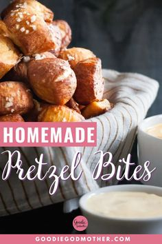 No matter what the occasion, pretzel bites are a hit at parties! They're easier to make than you'd think, and you can get creative with dips! You'll definitely want to add my pretzel bites with green chili cheddar and mustard dipping sauces to your next party menu. Dessert Cake Recipes, Snack Recipes, Bread Recipes, Starter Dishes, Homemade Pretzels, Party Snacks, Appetizers For Party, Pretzel Bites, Finger Foods
