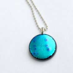 Create these gorgeous pendants in your microwave!  Honestly!  Find out how in this full tutorial.