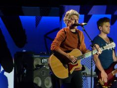 Niall on stage in Milwaukee, Wisconsin 25/08/15
