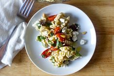 pasta salad with roasted tomatoes (smitten kitchen) Roasted Tomato Pasta, Tomato Pasta Salad, Roasted Tomatoes, Roasted Vegetables, Pasta Recipes, Salad Recipes, Dinner Recipes, Kitchen Recipes, Cooking Recipes