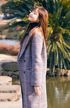 screenshot gallery of hottest popular celebrities Kim Jennie, South Korean Girls, Korean Girl Groups, Lisa Blackpink Wallpaper, Lisa Bp, Blackpink Photos, Rapper, Velvet Fashion, Blackpink Jisoo