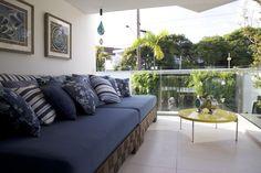 Varanda com sofá Azul de Sandra Sanches - 95342 no Viva Decora