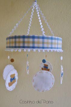 Móbile de berço Ursinhos, porta fralda, saquinho de roupa suja, capa de carteira de vacinação e envelopes para as roupas do bebê...