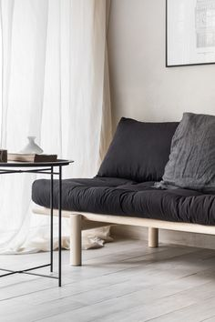New Studio's look with the stylish daybed from Karup Sofa Bed, Couch, Bedroom Corner, Extra Rooms, News Studio, Minimalist Interior, Scandinavian Design, Minimalism, Living Room