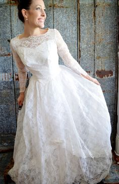 1950's Lace Wedding Dress With Removable by DECADEbyDECADE on Etsy, $225.00      lovely