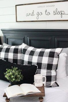Insane Use buffalo check to create a warm and cozy feeling in your home during the fall and winter months. It is the perfect modern farmhouse decor. The post Use buffalo check to create a warm and cozy feeling in your home during the fall… appeared f . Home Decor Bedroom, Diy Home Decor, Bedroom Ideas, Bedroom Furniture, Winter Bedroom Decor, Bedroom Designs, Bedroom Inspiration, Black Furniture, Country Furniture