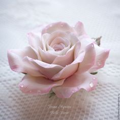 Купить Кулон-подвеска бело-розовая роза в росе из полимерной глины - бледно-розовый