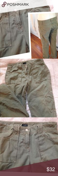 Women's spring  jeans size 2 J. Crew Favorite Fit Army Green Casual Pants with side pockets back and front pockets. Size 2 women's super cute girly casual spring summer beach road trips parties super cute and girly! Work attire after work attire clubs camping vacation cruise chic J. Crew Pants Boot Cut & Flare
