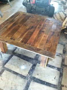 Awesome pallet coffee table!