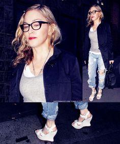 Madonna Ciccone Madonna Music, Madonna 80s, Verona, Divas, Madonna Looks, Music Icon, Celebs, Celebrities, Strike A Pose