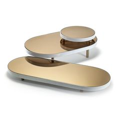 Create a statement in the home with this Long Oval Mirror Tray from Serax. Designed by Studio Simple, this luxury tray features a stylish mirrored surface, perfect for creating a unique appearance dur Mirror Tray, Oval Mirror, Serveware, Tableware, Bed Table, Low Tables, Coffee Table Design, Tray Decor, Jewellery Display