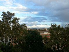 Fuori san pietro in montorio ieri c'era questo cielo che sembra disegnato.