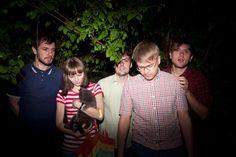 La escena indie-rock rusa actual es una de las más desconocidas en Europa. Bandas como Human Tetris, Manicure o Motorama, forman parte de un reducido número de bandas influidas por el rock soviético de los 80, cuando el post-punk era el género más popular.