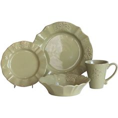 How to Use Mismatched Vintage Dinnerware at a Wedding Reception
