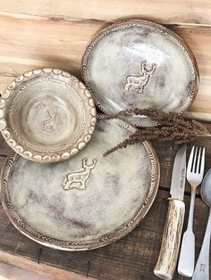 Rustic handmade dinnerware featuring Buck Deer in center and Arrowhead stamping around edge. Round dinner plate , salad/d. Slab Pottery, Pottery Plates, Ceramic Plates, Ceramic Pottery, Ceramic Art, Decorative Plates, Rustic Dinnerware, White Dinnerware, Vermont