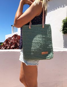 Crochet Clutch, Crochet Fabric, Crochet Handbags, Chunky Crochet, Chunky Yarn, Crochet Shoulder Bags, Diy Crafts Crochet, Best Handbags, Unique Bags