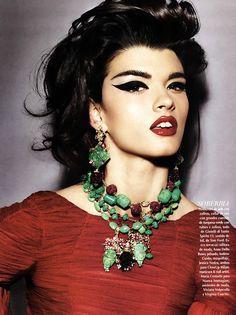 Magazine: Vogue México December 2011  Title: Sólo para divas  Photographer: Giampaolo Sgura  Featuring: Crystal Renn