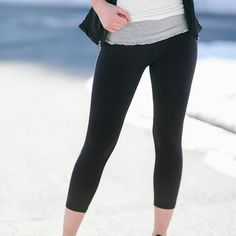 With a row of ruffles as delicate as pretty petals circling around your waist, you'll achieve the perfect blend of feminine and fit in these flattering fitness bottoms. Soft and stretchy, while still