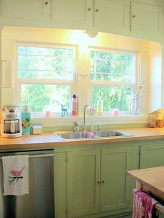 color lower cabinets and white upper cabinets : trisha brink