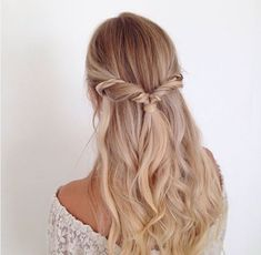 Cheap And Easy Cool Tips: Older Women Hairstyles Easy boho hairstyles with bangs.Fringe Hairstyles Asian older women hairstyles easy. Prom Hairstyles For Long Hair, Hairstyles With Glasses, Wedge Hairstyles, Short Hair Updo, Fringe Hairstyles, Hairstyles For Round Faces, Feathered Hairstyles, Hairstyles With Bangs, Cool Hairstyles