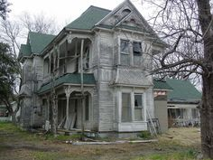 Wonderful, old, creepy house in the middle of nowhere in Texas. Image by Rhinestone Armadillo.