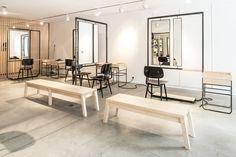 L'Atelier Dynamo, formé par trois jeunes architectes d'intérieur, nous a contacté pour nous présenter ses projets. Nous avons décidé de vous présenter l'aménagement de ce salon de coiffure.