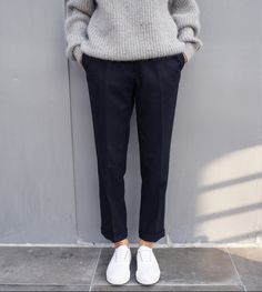 W2C sweater like this : streetwear Minimal Chic, Minimal Fashion, Look Fashion, Winter Fashion, Womens Fashion, Sneakers Fashion Outfits, Casual Outfits, Sneakers Style, Looks Style