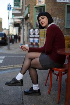 Skinhead Traditional Spirit: Skinhead Girl (Fotos a color) Parte 1 Chica Skinhead, Skinhead Girl, Skinhead Fashion, Mod Fashion, Punk Fashion, Fashion Beauty, Girl Fashion, Dr. Martens, Retro Vintage