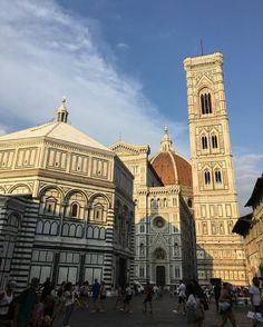Late afternoon. Luce del tardo pomeriggio #firenze #florence #florenceitaly #igersfirenze #igersflorence #instafirenze #instaflorence #duomofirenze #santamariadelfiore #battistero #art #marble #postcardfromflorence #visitflorence July 13 2017 at 09:30PM