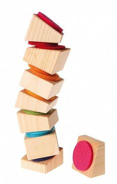 This leaning tower set consists of 8 wooden blocks with felt pads. The pads a colour coded, so that if stacked on to a corresponding colour the tower is straight. By stacking Best Baby Toys, Natural Toys, Waldorf Toys, Learn Woodworking, Diy Holz, Montessori Toys, Wood Toys, Toddler Toys, Wood Design