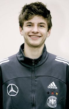Arggggghhh!! I luv thomas muller so dayum much , this is a pic of when he was a teen,  im gunna post so many pics of germany's national team right now -nash