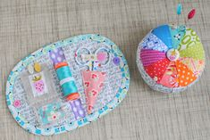 """@ Clover & Violet — Patterns for cute pincushion & sewing kit are in Retro Mama's """"Scrap Happy Sewing"""" book Sewing Hacks, Sewing Crafts, Sewing Kits, Sewing Tools, Quilting Projects, Sewing Projects, Quilt Patterns, Sewing Patterns, Sewing Case"""