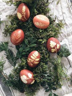 Christmas Door Decorations, Christmas Ornaments, Some Bunny Loves You, Easter Egg Dye, Easter Printables, Egg Art, Easter Celebration, Egg Decorating, Easter Crafts