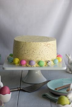 A decadent three layer coconut lemon cake. Soft coconut cake filled with tart lemon curd, frosted with coconut buttercream and speckled like an Easter egg Desserts Ostern, Köstliche Desserts, Delicious Desserts, Easter Treats, Easter Cake, Easter Food, Cake Servings, Savoury Cake, Pretty Cakes