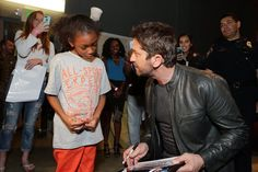 Gerard Butler with sweet fans