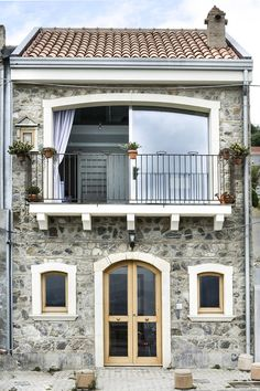 Modern Small House Design, Small Tiny House, French Style Homes, Spanish Style Homes, French Balcony, House Outside Design, Brick Architecture, French Country Cottage, Stone Houses
