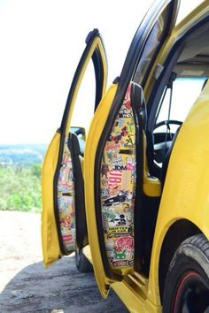 Trick And Tips Sticker Bomb Idea Design For Vehicles As well as Pictures - Sportwagen - Klassisches Auto - Fantastisches Auto Hippie Auto, Hippie Car, Accessoires De Jeep Wrangler, Jeep Wrangler Accessories, Auto Jeep, Jeep Jeep, Vw Caddy Mk1, Vw Caddy Tuning, Car Tuning